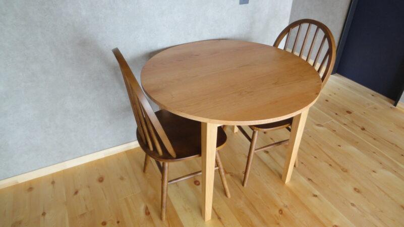 チェリー材の丸テーブル